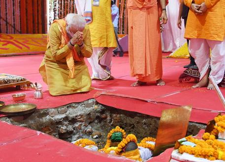 India: Modi inaugura tempio indù in Uttar Pradesh