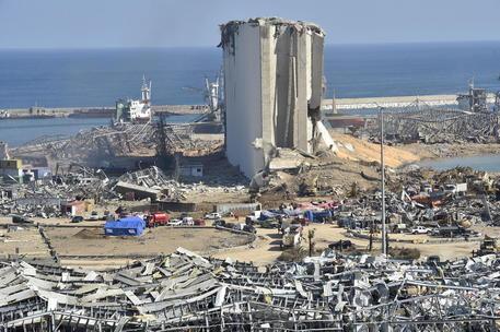 Beirut: scontri, lacrimogeni su dimostranti. Arrestato direttore del porto, scontri in città