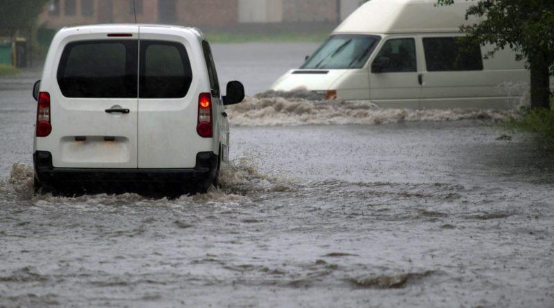 Bomba d'acqua a Monopoli, fiumi di fango e allagamenti
