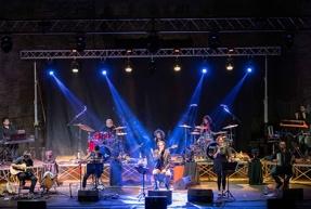 """7 agosto – ore 21.30, Ostia Antica Festival,  Hotel Supramonte in """"Omaggio a Fabrizio De André"""" con Michele Ascolese ed Ellade Bandini"""