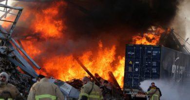Beirut: almeno 78 morti e 4mila feriti. Le autorità: 'Aria tossica, chi può lasci la città'