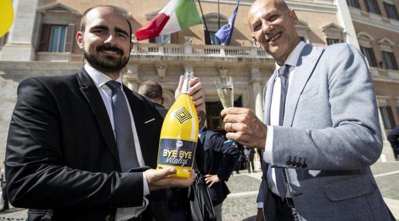 """Bonus 600 euro, chi è e quanto guadagna il """"furbetto"""" M5s Marco Rizzone"""