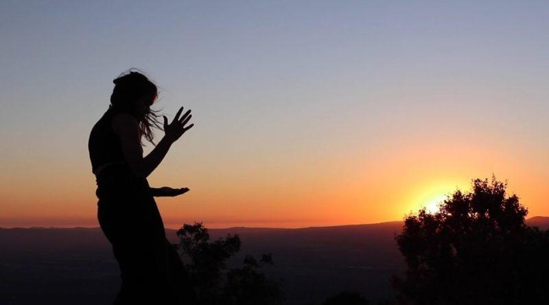 Orme – Spettacolo di teatro danza di Daniele Casolino e Francesca Conte, organizzato da Interno 14, Festival del Tempo e Roberta Melasecca,  domani dalle ore 18:00 alle 21:00,  Loggia dei Mercanti – Sermoneta