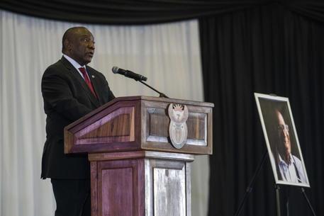 Sudafrica: presidente, giusto rimuovere statue di apartheid