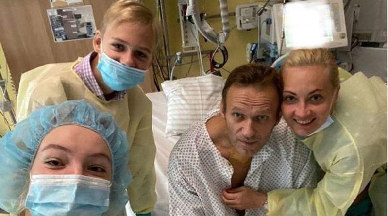 Navalny in piedi, ma 'guarigione non vicina'