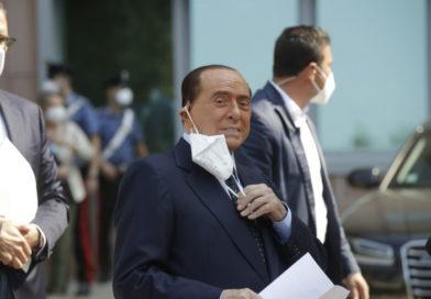 Berlusconi positivo a un nuovo tampone: resta in quarantena ad Arcore