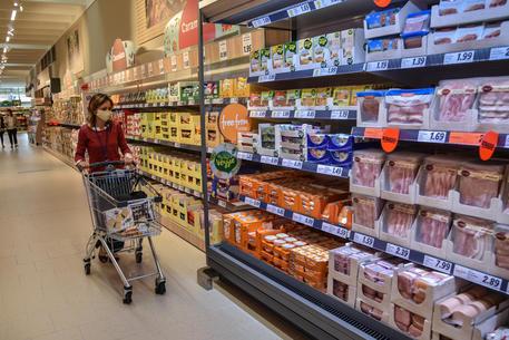 Prezzi: Istat, inflazione ancora negativa, a settembre -0,5%