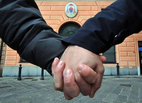 Aggrediti a Padova per bacio gay, ferito amico che li difende