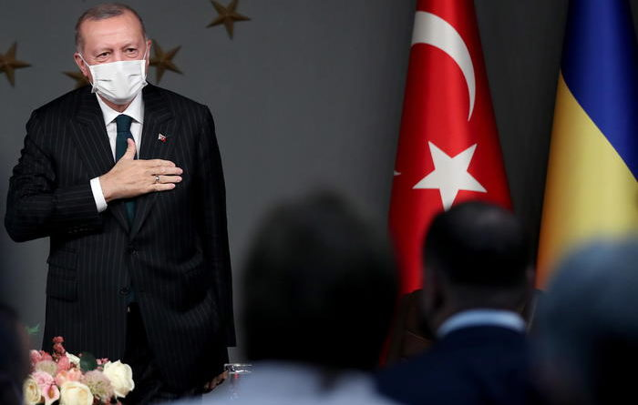 Erdogan, ignorerò la mia caricatura su Charlie Hebdo