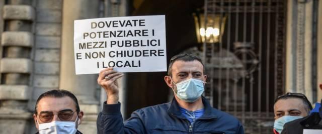 Meloni e Salvini in piazza con i commercianti
