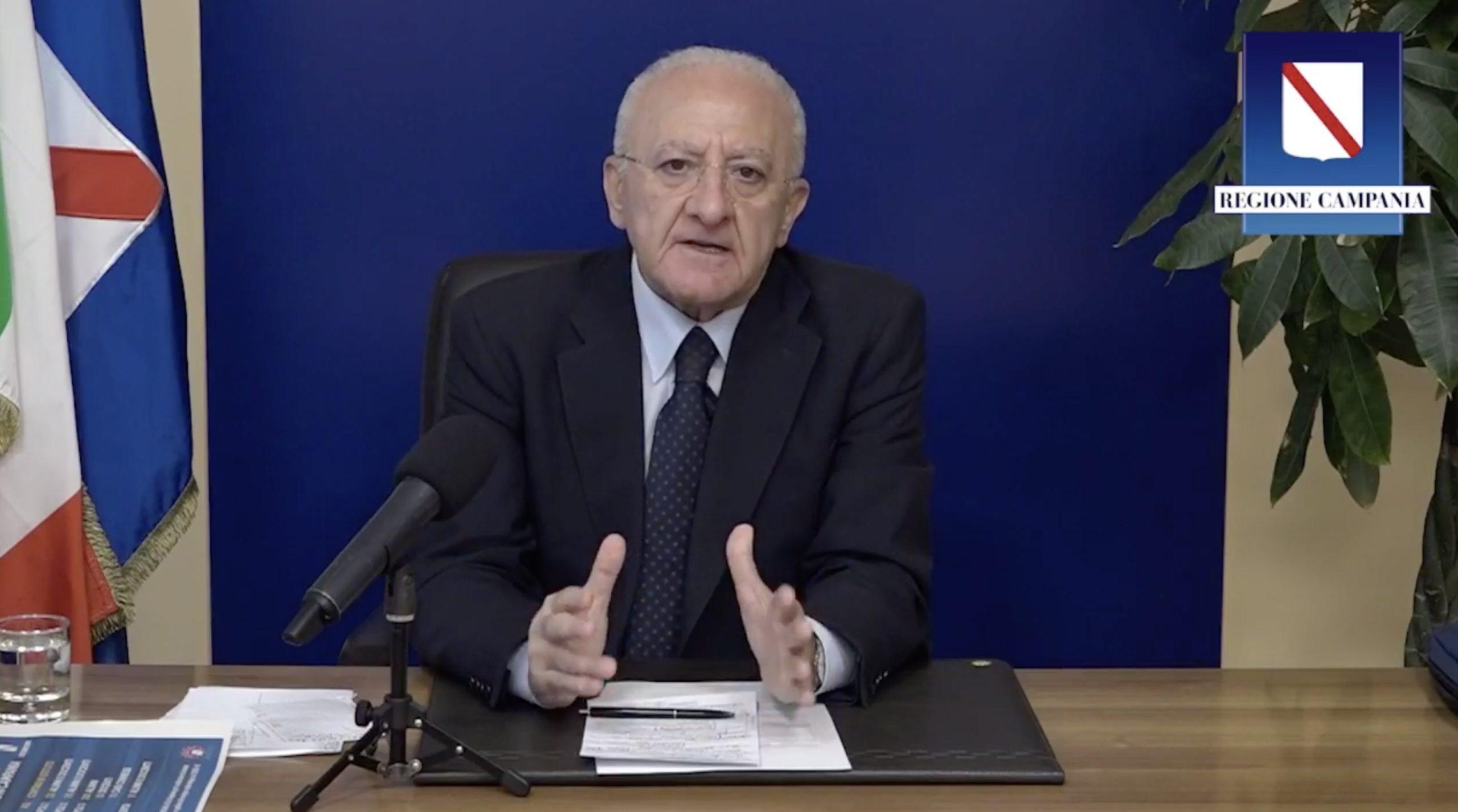 De Luca: 'Da lunedì chiudo le scuole, Paese abbandonato a sé'