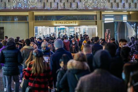 Covid: Cirio, inaccettabili le immagini della folla a Torino