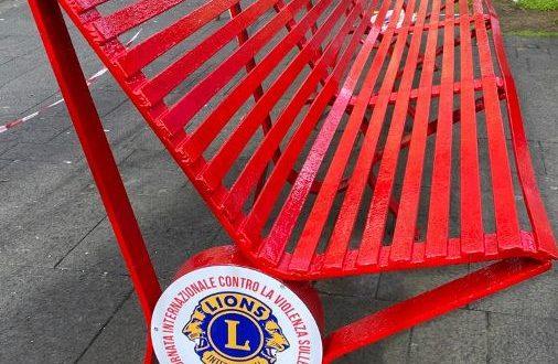 Domenica 29 novembre il Lions Club consegna alla città una panchina rossa 'come simbolo della lotta alla violenza di genere e in memoria delle donne vittime della brutalità'