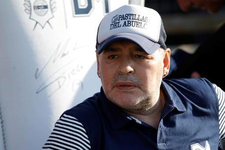 Maradona operato al cervello per un edema: intervento riuscito