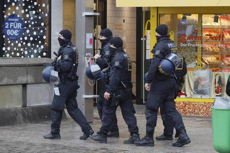 Francoforte, attacco con un coltello: tre feriti gravi