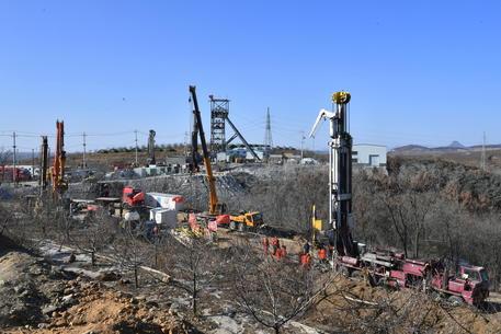 Cina: morto uno dei 22 minatori intrappolati da 10 giorni