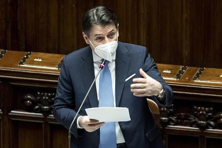 Governo: Conte alla prova del Senato, sfida con Renzi dopo i 321 sì della Camera