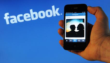 Minori sui social, Garante apre fascicolo su Fb-Instagram