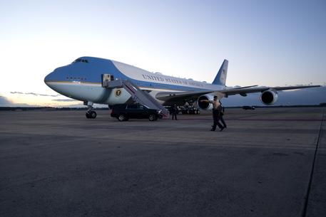 Trump e Melania lasciano la Casa Bianca per l'ultima volta