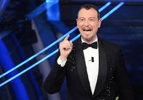 Sanremo: Amadeus, stiamo lavorando per il 2 marzo