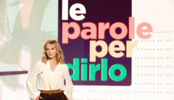 Noemi Gherrero prosegue con successo la sua conduzione nel programma Le Parole per Dirlo in onda su RaiTre