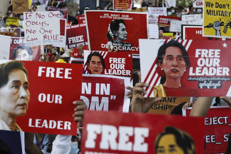 Birmania: Onu, dal golpe almeno 54 morti e 1.700 arresti