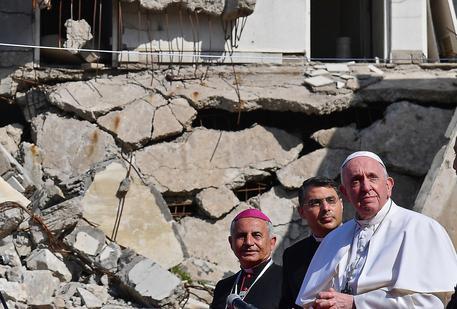 Il Papa lascia l'Iraq, in volo per Roma