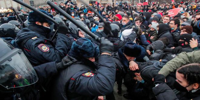 Russia: 1200 arresti alle proteste pro Navalny